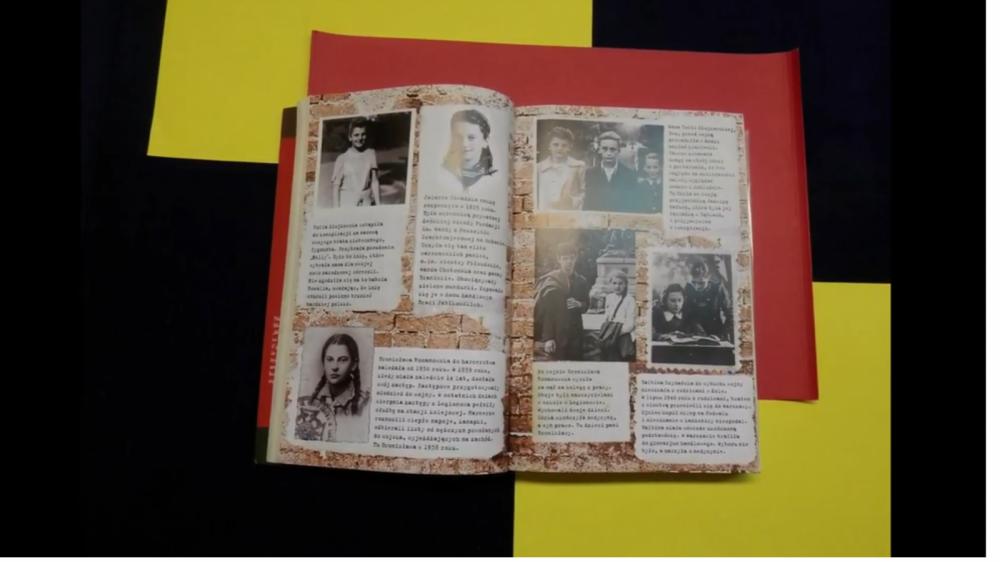 Zdjęcie otwartej książki. Widać uczestników Powstania Warszawskiego.